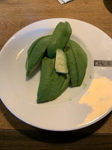 gezond eten avocado gesneden op bord