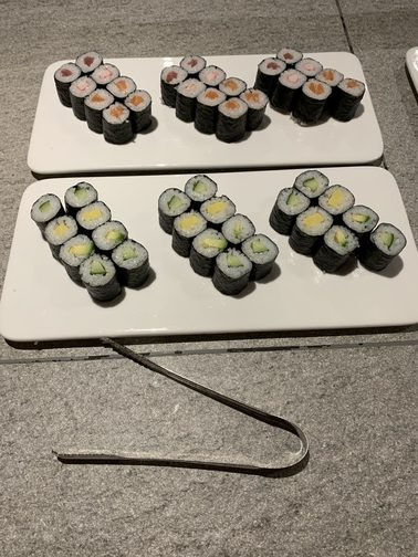 sushi gezond eten op bord