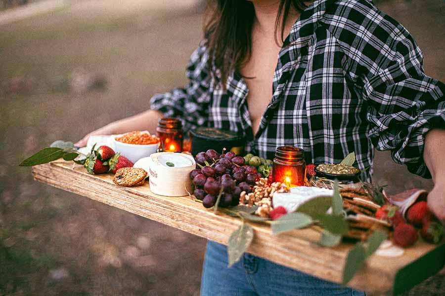 Plaat met gezonde snacks.