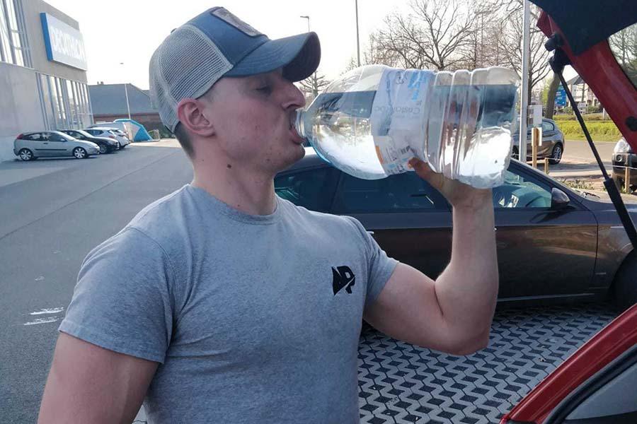 Drink minimaal 2 liter water op een dag.